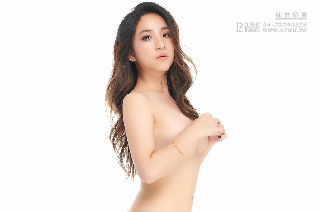 【圓形絨毛面果凍矽膠隆乳手術】mini的我也能擁有傲人美胸|大小奶問題就此永別!美胸造就我完美體態|峻美診所