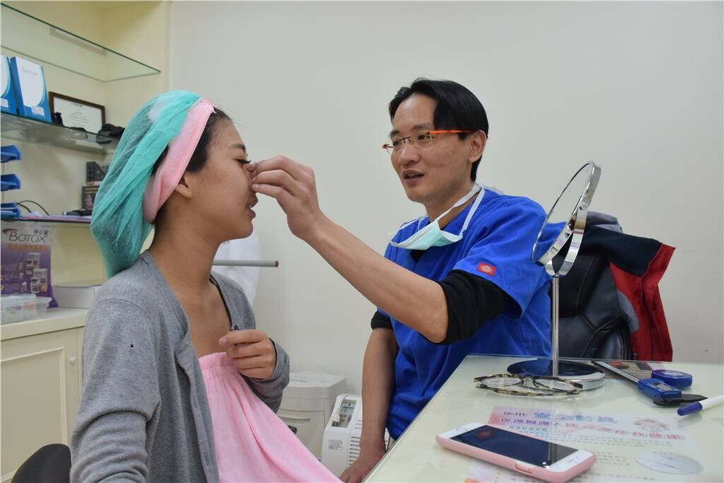 台中隆鼻重修|台中立體美鼻|台中峻美診所
